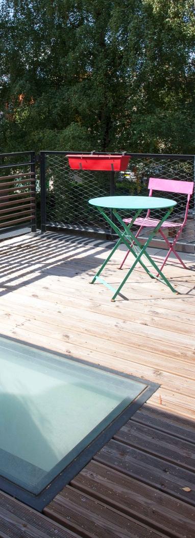 Terrasse bois et garde-corps métal déployé et bois (Crédit Photo : Pascale Rousseau)